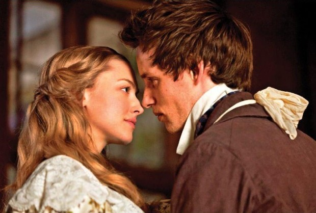 Amanda Seifried y Eddie Redmayne en Los Miserables 2012