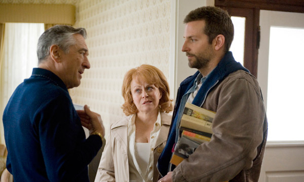Robert De Niro, Jackie Weaver y Bradley Cooper en El Lado Bueno de las Cosas