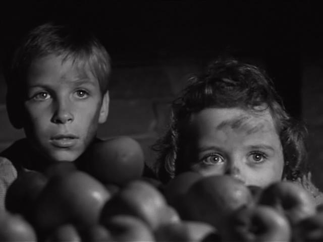 Billy Chapin y Sally Jane Bruce en La Noche del Cazador