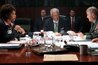 Angela Bassett, Morgan Freeman y Robert Forster en Objetivo La Casa Blanca