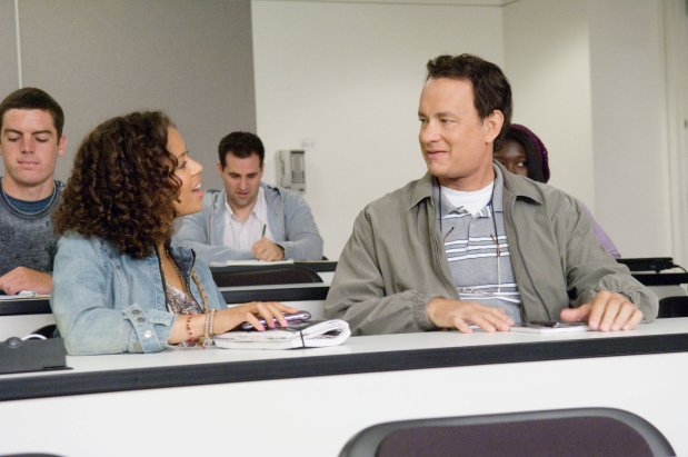 Gugu Mbatha-Raw y Tom Hanks en Larry Crowne