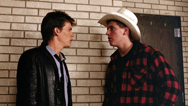 Kevin Bacon y Chris Penn en Footloose