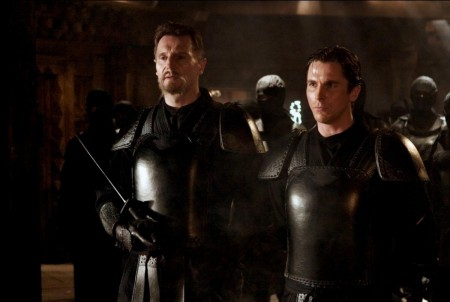 Liam Neeson y Christian Bale en Batman Begins