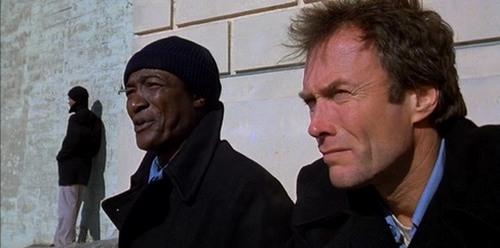 Paul Benjamin y Clint Eastwood en Fuga de Alcatraz