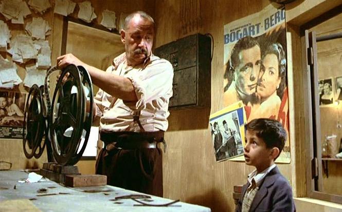 Philippe Noiret y Salvatore Cascio en Cinema Paradiso