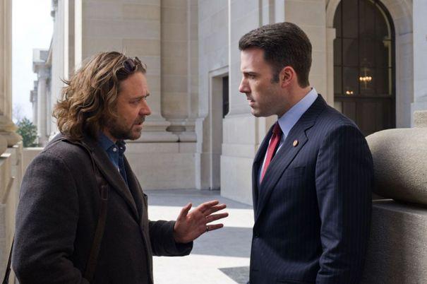 Russell Crowe y Ben Affleck en La Sombra del Poder