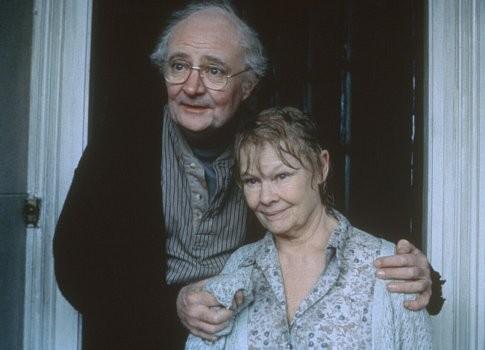 Jim Broadbent y Judi Dench en Iris