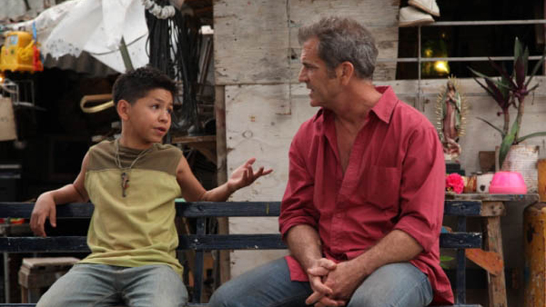 Kevin Hernández y Mel Gibson en Vacaciones en el Infierno