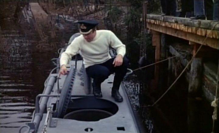 James Caan en Submarine X-1