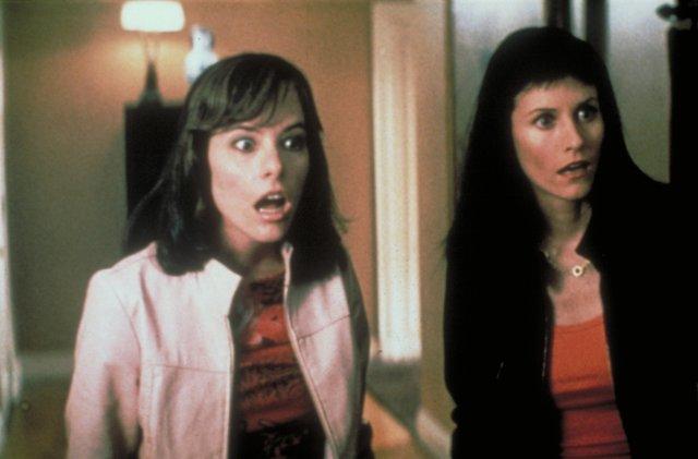 Parker Posey y Courteney Cox en Scream 3
