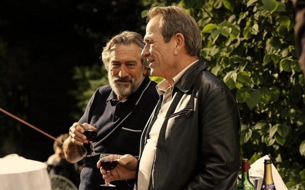 Robert De Niro y Tommy Lee Jones en Malavita