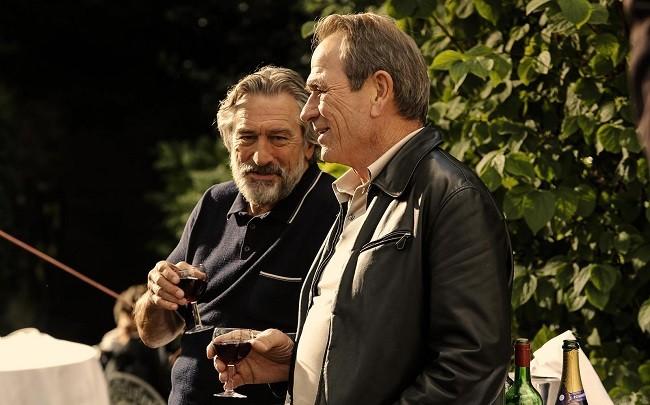 Robert De Niro y Tommy Lee Jones en Malavita