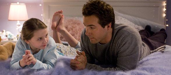Abigail Breslin y Ryan Reynolds en Definitivamente, Quizás