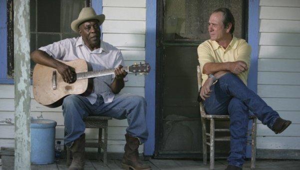 Buddy Guy y Tommy Lee Jones en En el Centro de la Tormenta