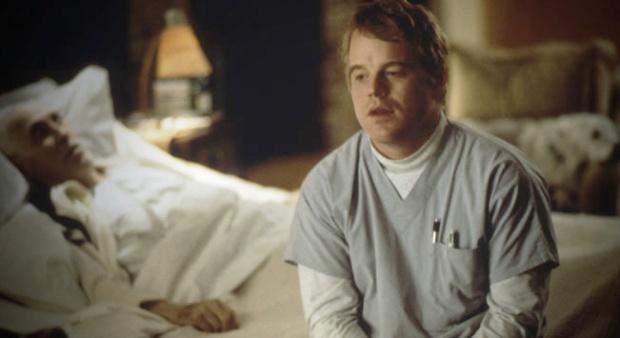 Philip Seymour Hoffman y Jason Robards en Magnolia