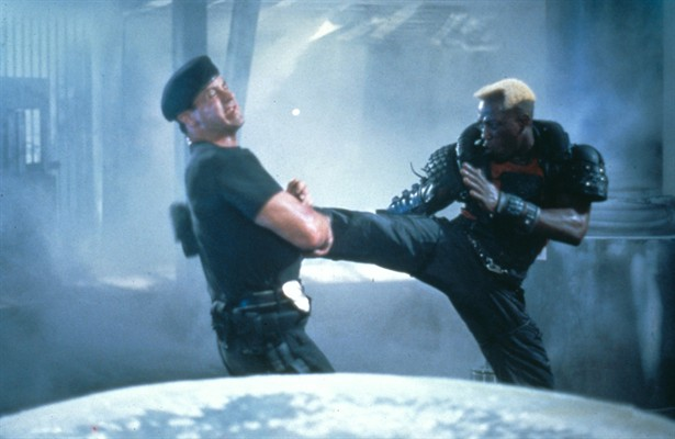 Sylvester Stallone y Wesley Snipes en Demolition Man