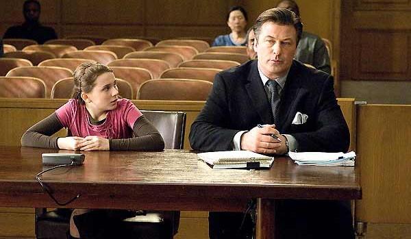 Abigail Breslin y Alec Baldwin en La Decisión de Anne
