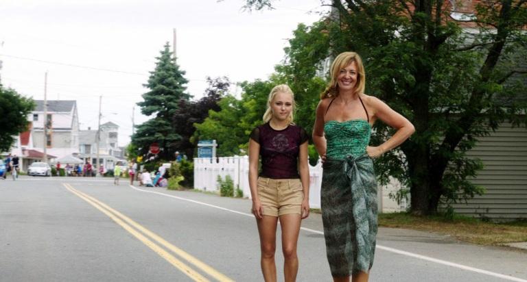 AnnaSophia Robb y Allison Janney en The Way Way Back: El Camino de Vuelta