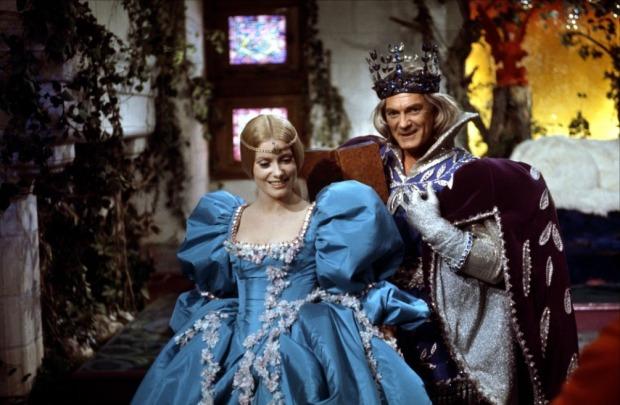 Catherine Deneuve y Jean Marais en Piel de Asno