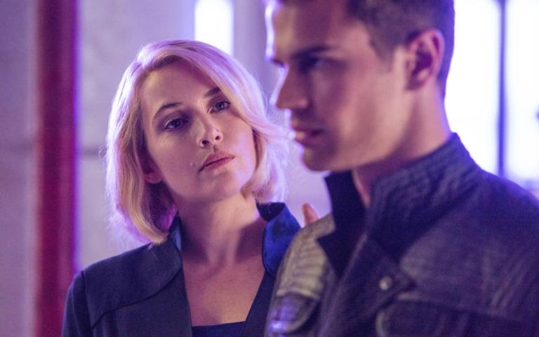 Kate Winslet y Theo James en Divergente