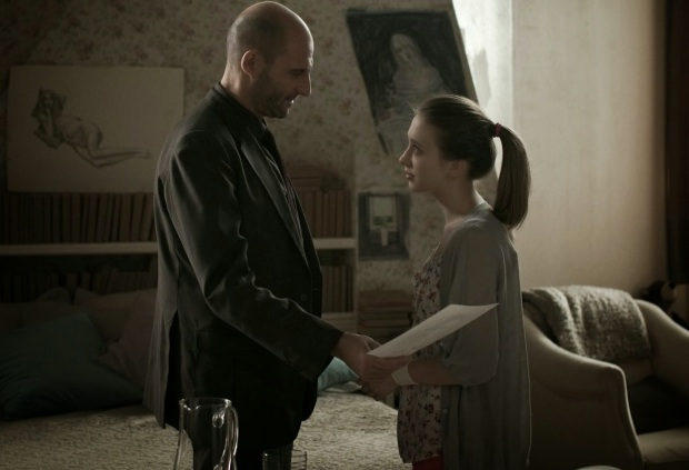 Mark Strong y Taissa Farmiga en Mindscape