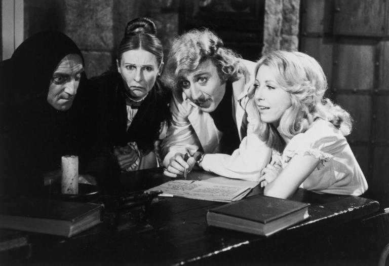 Marty Feldman, Cloris Leachman, Gene Wilder y Teri Garr en El Jovencito Frankenstein