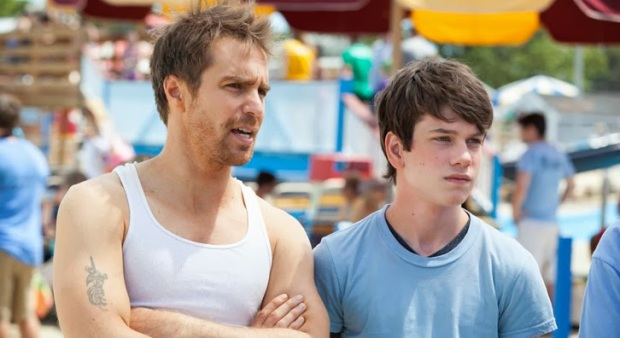 Sam Rockwell y Liam James en The Way Way Back: El Camino de Vuelta