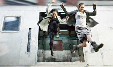 Zoë Kravitz y Shailene Woodley en Divergente