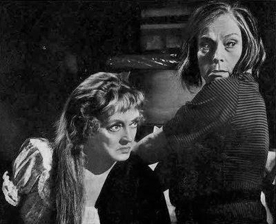 Bette Davis y Agnes Moorehead en Canción de Cuna para un Cadáver