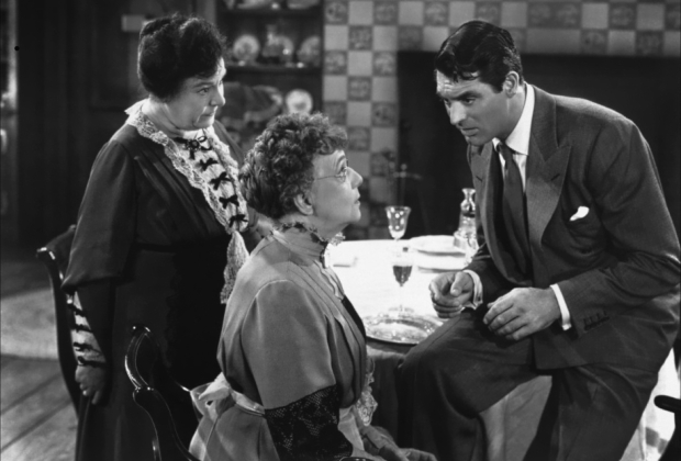 """Josephine Hull, Jean Adair y Cary Grant en """"Arsénico por Compasión"""""""