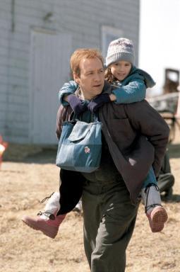 Kevin Spacey y Kaitlyn Gainier en Atando Cabos