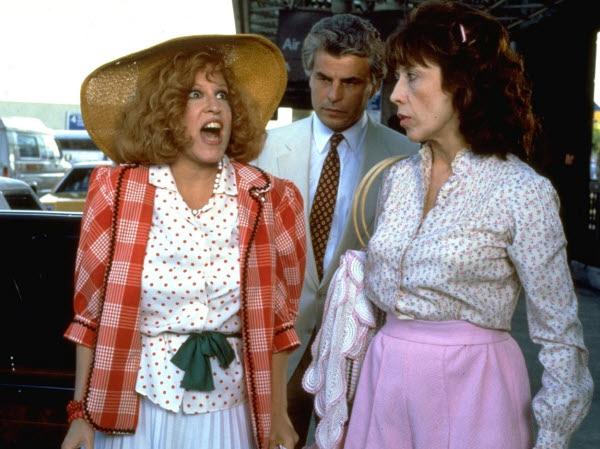 Bette Midler, Michele Placido y Lily Tomlin en Ensalada de Gemelas
