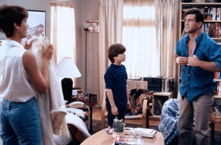Jamie Lee Curtis, Elijah Wood y Mel Gibson en Eternamente Joven