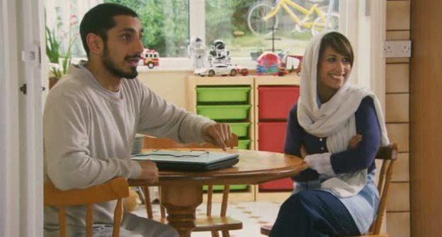 Riz Ahmed y Preeya Kalidas en Four Lions