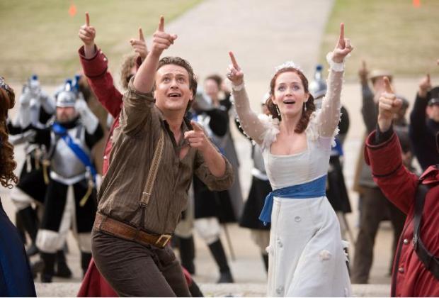 Jason Segel y Emily Blunt en Los Viajes de Gulliver 2010