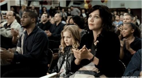 Emily Alyn Lind y Maggie Gyllenhaal en No Nos Moverán