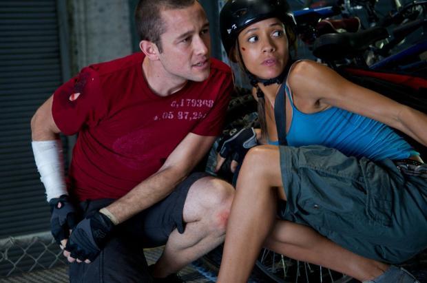 Joseph Gordon-Levitt y Dania Ramírez en Sin Frenos