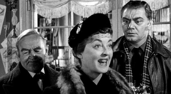 Barry Fitzgerald, Bette Davis y Ernest Borgnine en El Banquete de Bodas