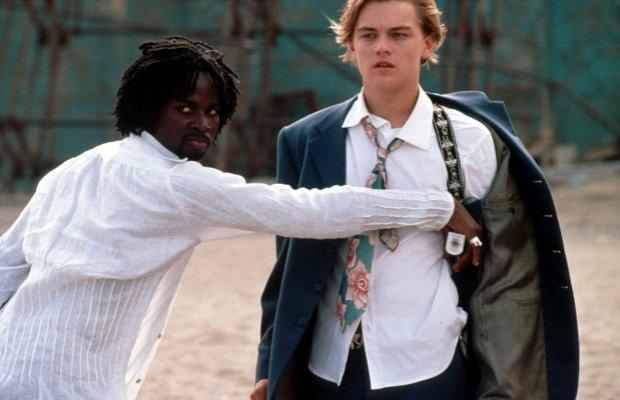 Harold Perrineau y Leonardo DiCaprio en Romeo + Julieta