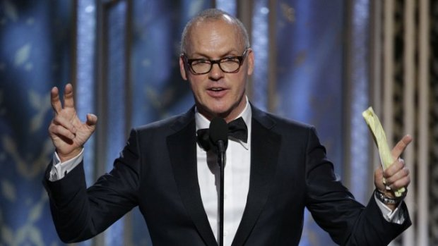 Michael Keaton recogiendo su Globo de Oro 2015