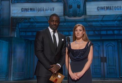 Idris Elba y Jessica Chastain en los Oscar 2015