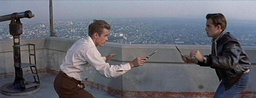 James Dean y Corey Allen en Rebelde Sin Causa