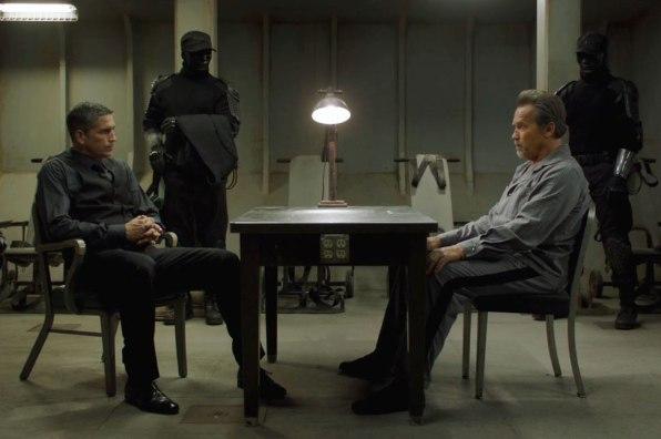 Jim Caviezel y Arnold Schwarzenegger en Plan de Escape