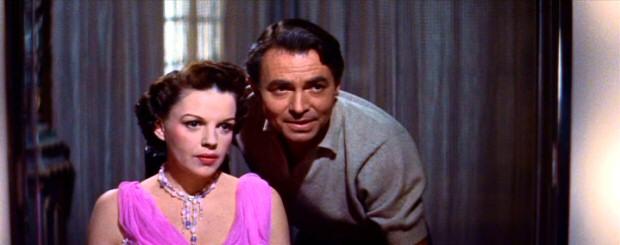 Judy Garland y James Mason en Ha Nacido una Estrella