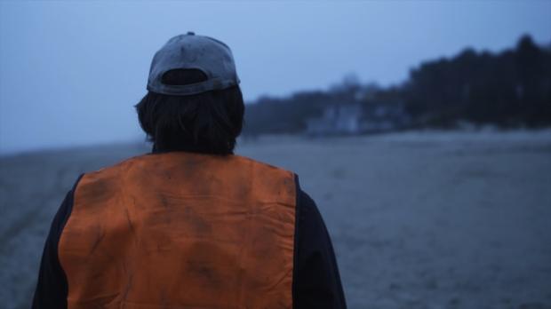 Promo de The Man in the Orange Jacket