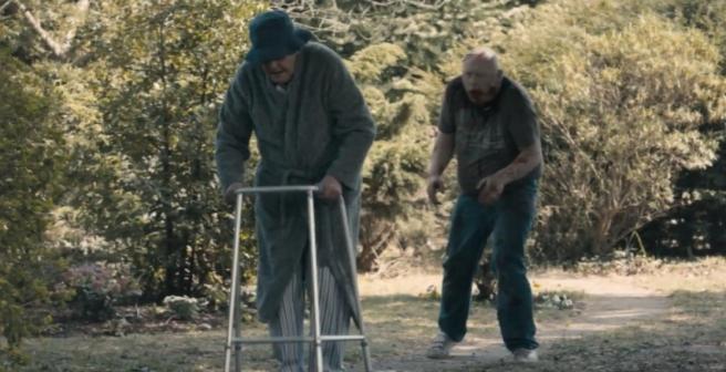 Richard Briers en una escena de Cockneys vs. Zombies