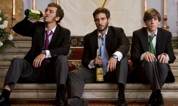 Raúl Arévalo, Quim Gutiérrez y Adrián Lastra en Primos