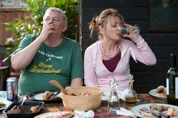 Peter Wight y Lesley Manville en Another Year