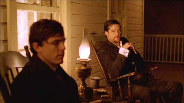 Casey Affleck y Brad Pitt en El Asesinato de Jesse James por el Cobarde Robert Ford