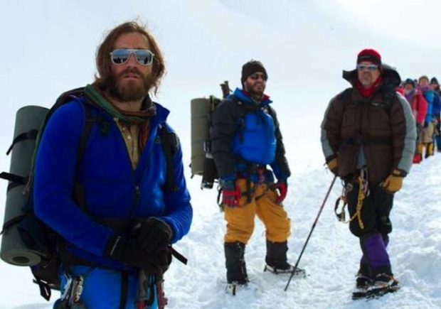 Jake Gyllenhaal, Michael Kelly y Josh Brolin en Everest